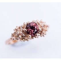Solitaire cherry spinel ring